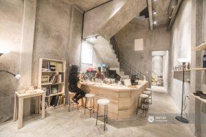 Tầng 1 được thiết kế với mô hình một quán cà phê nhỏ