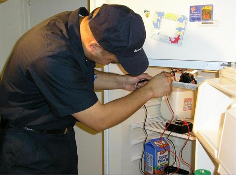 Dịch vụ sửa chữa tủ lạnh bị chảy nước của điện lạnh Đức Hưng.