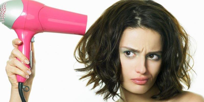 Máy sấy tóc giúp bạn khắc phục tình trạng cong vênh của mái tóc