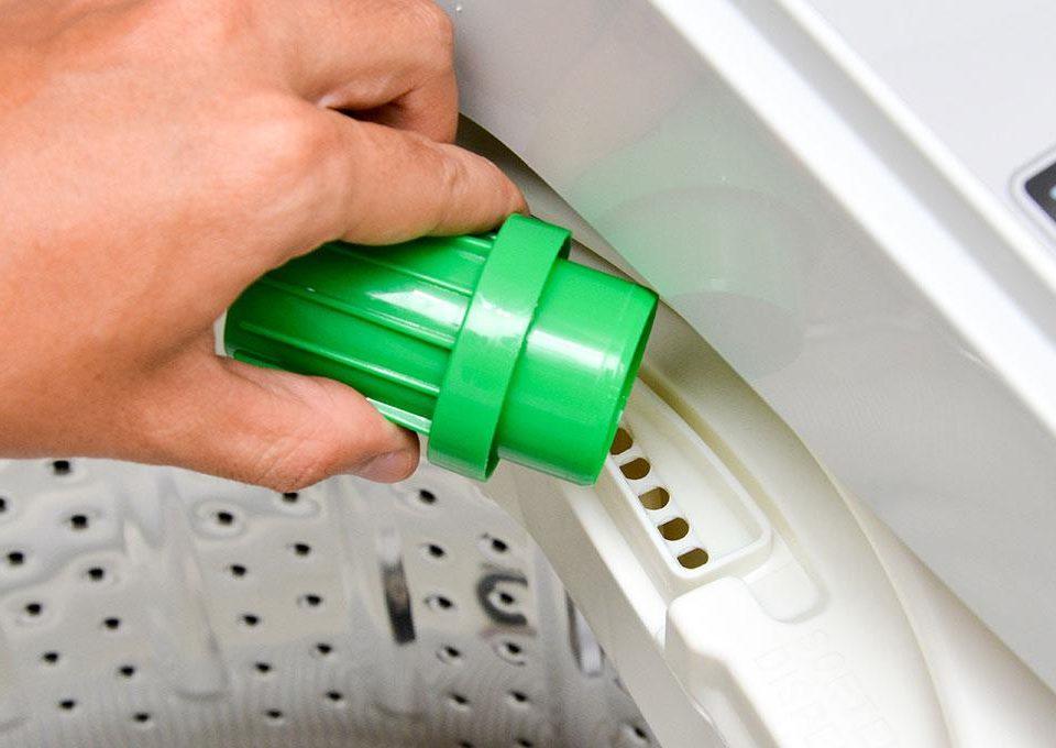 Sử dụng nước giặt máy thay vì bột giặt