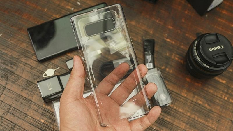 Trong veo cùng ốp Clear cover.