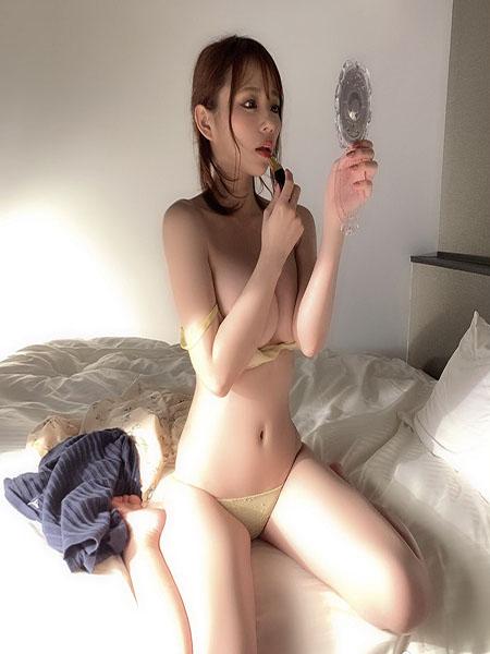 Aoi Sora xinh đẹp, quyến rũ và giàu có